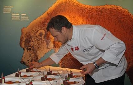 Alta Badia_A cena con l'orso_by Freddy Planinschek